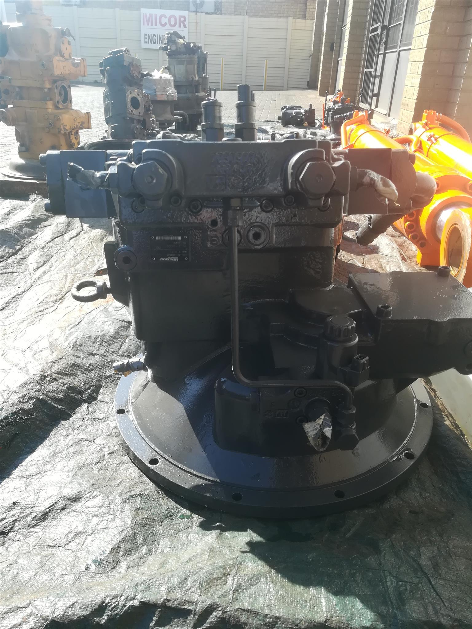 Daewoo 500 main hydraulic pump