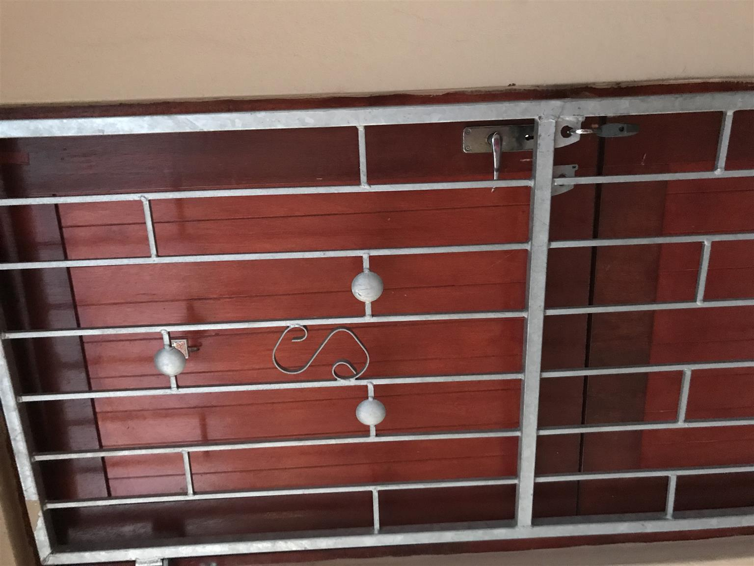 Excellent condition strong gate for sale