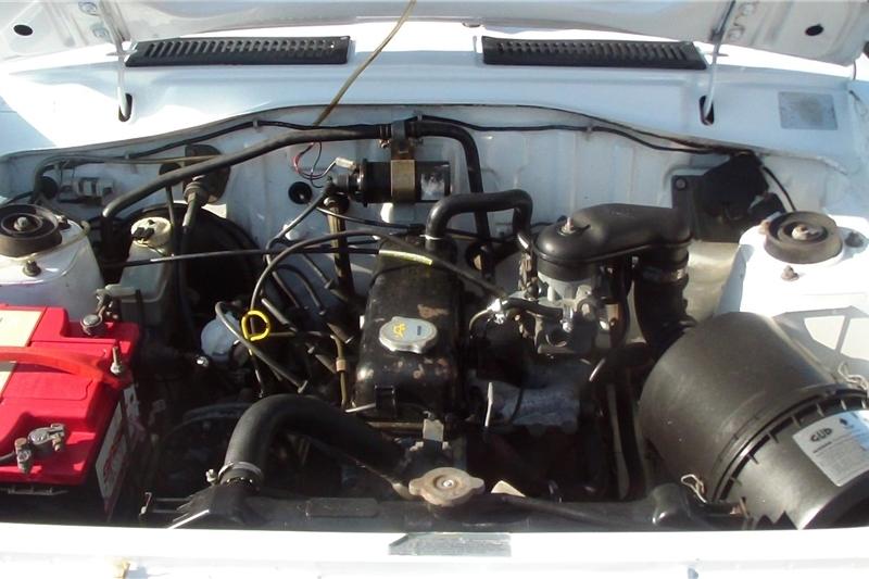 2005 Nissan 1400 bakkie