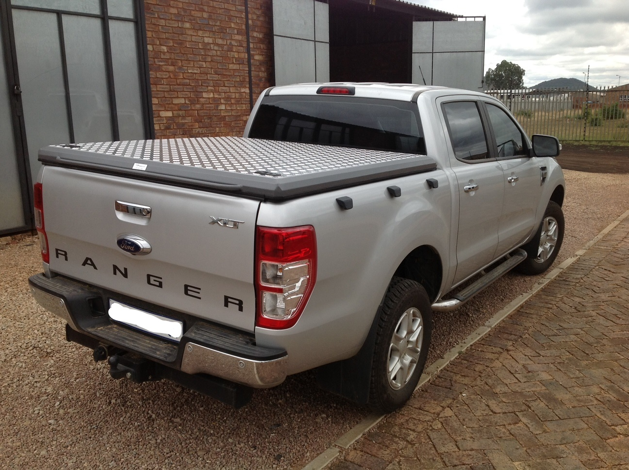 Brand New Lockable Load Bin Cover for Ford Ranger