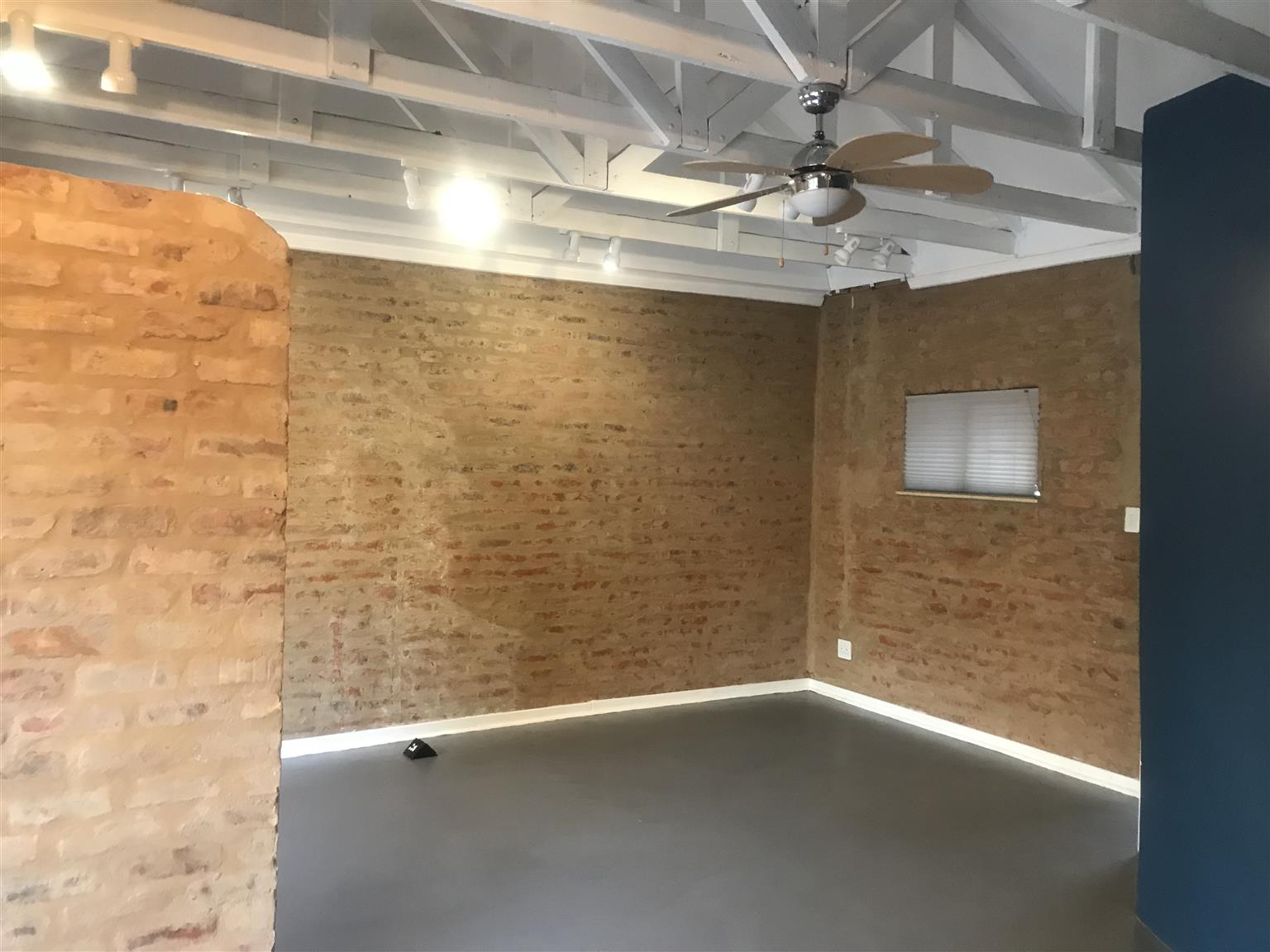 Office/nail/business space