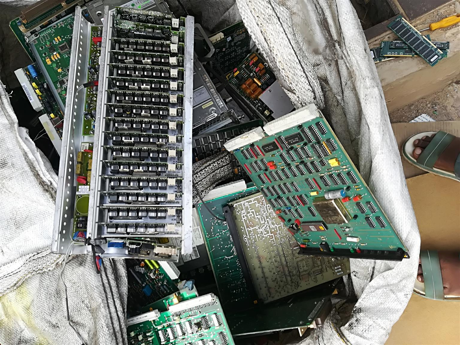We buy all scrapped Electronics components computers boards TV boards..