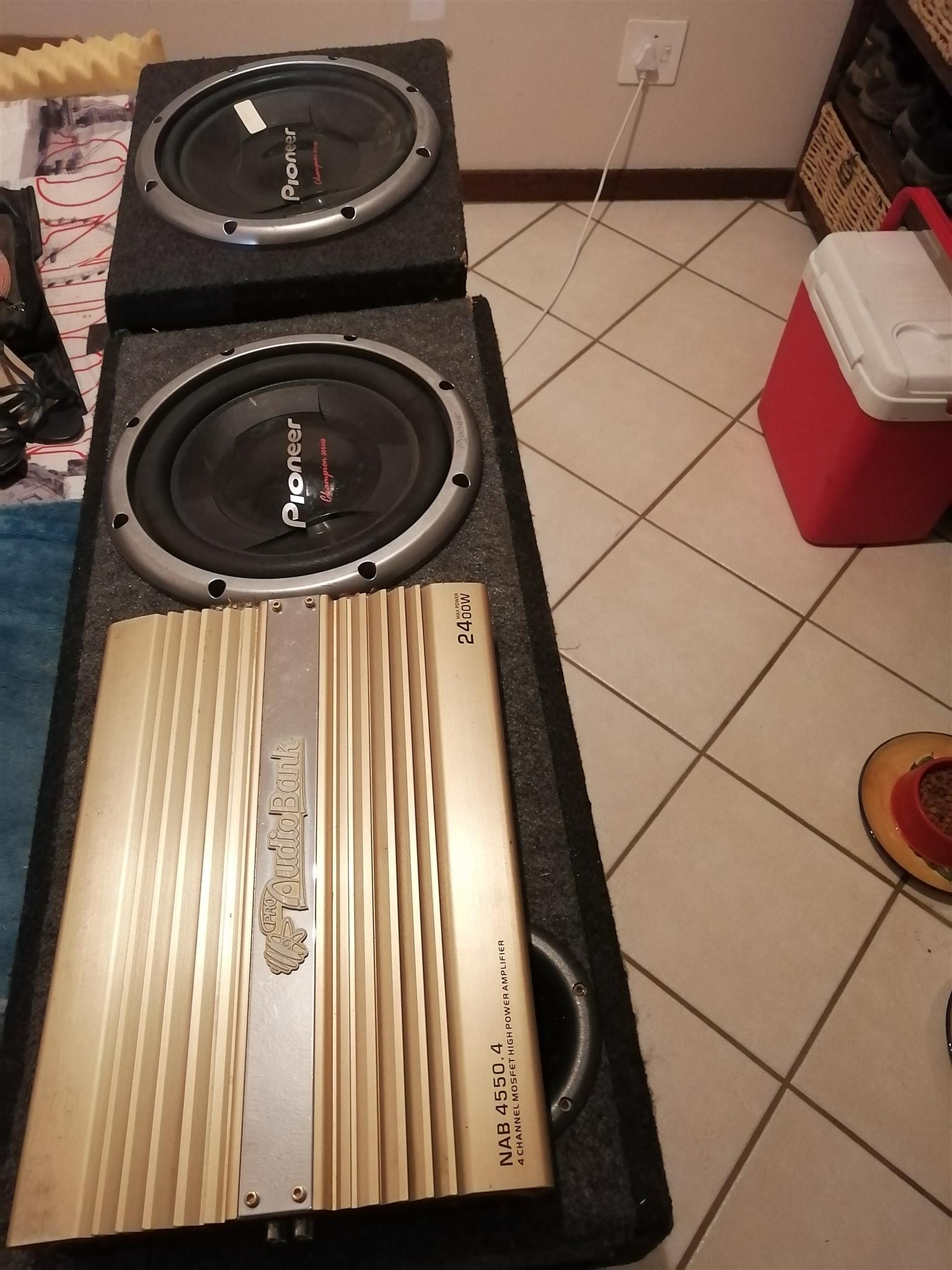 Aodiobank Amp and Subs speakers