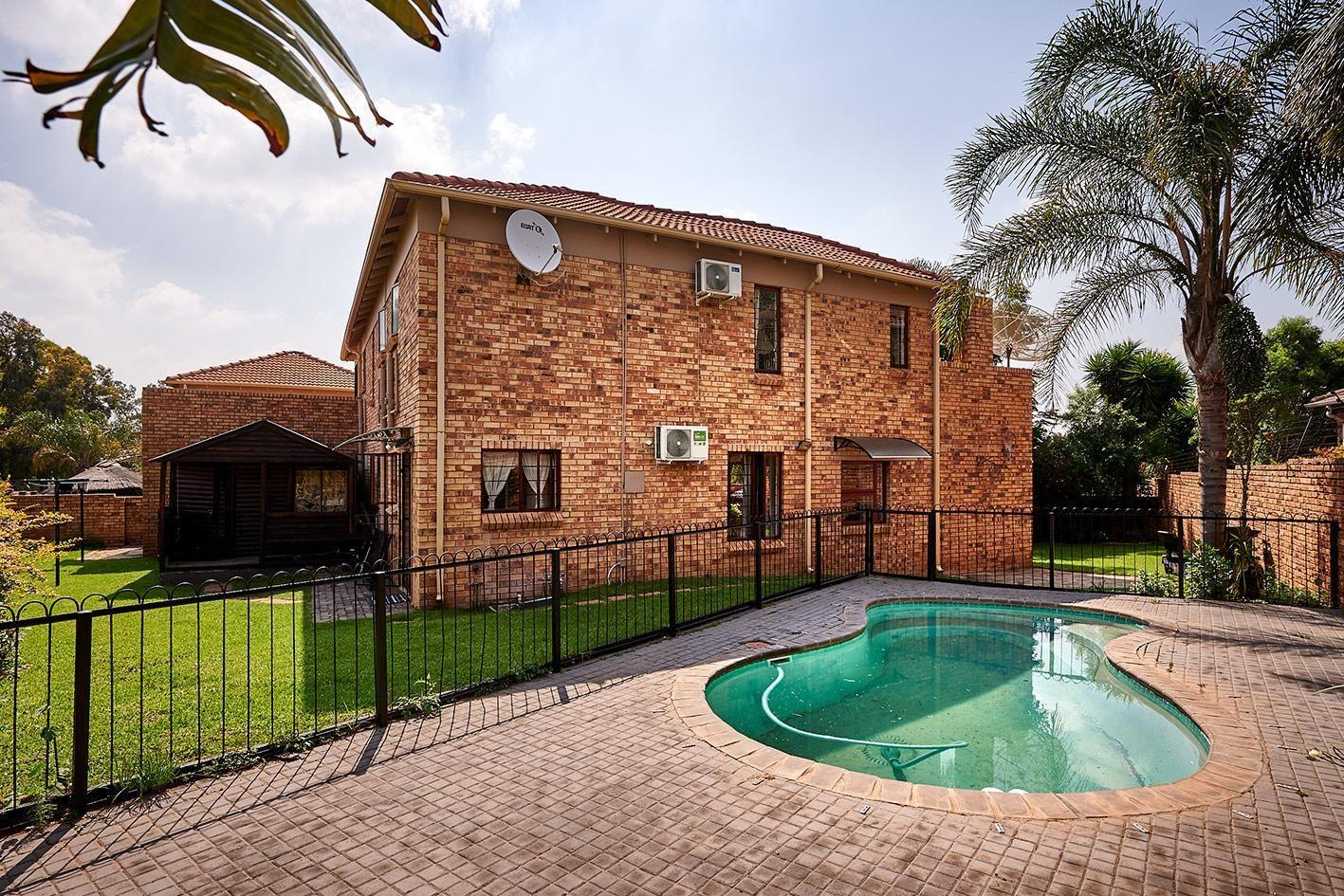 Townhouse For Sale in Kyalami Hills