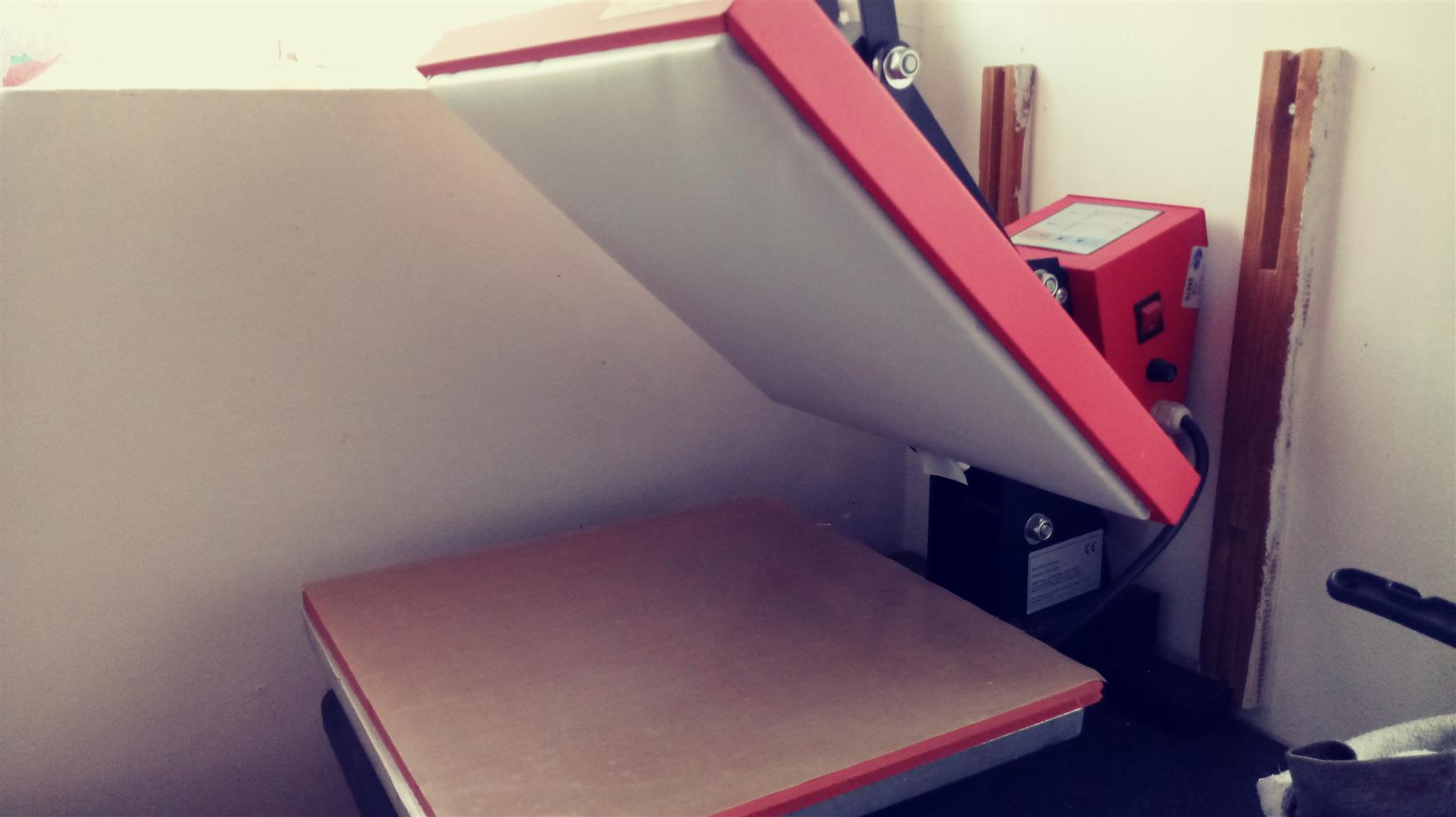 Sawgrass printer and heatpress brand new. Printer needs ink
