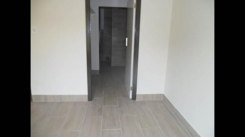 Noordwyk 2bedroomed townhouse to rent for R5500 1st floor bath, kitchen, lounge