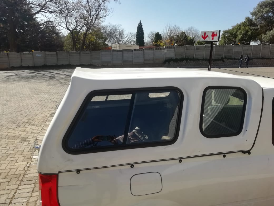 Canopy Nissan np200. 2012