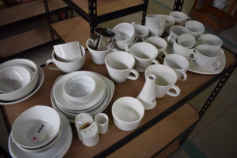 Complete white dinner and mug set