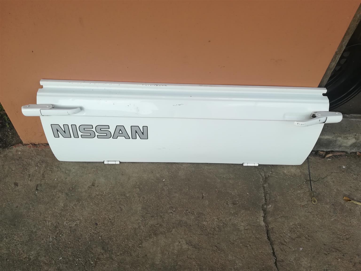 Nissan 1400 tailgates