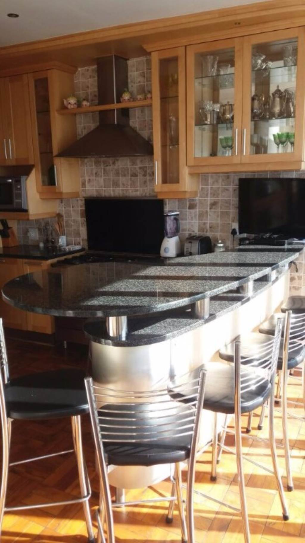 Penthouse Rental Monthly in RICHMOND HILL
