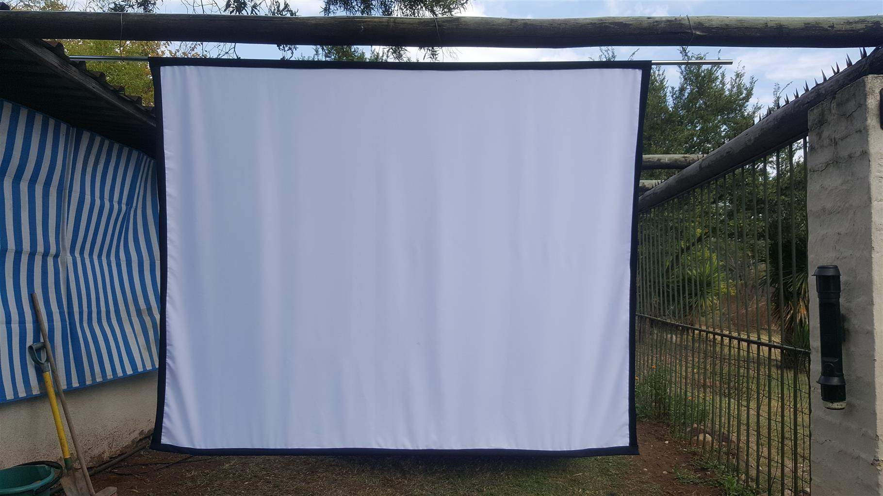 Projectors, Screens and household itemsclearance