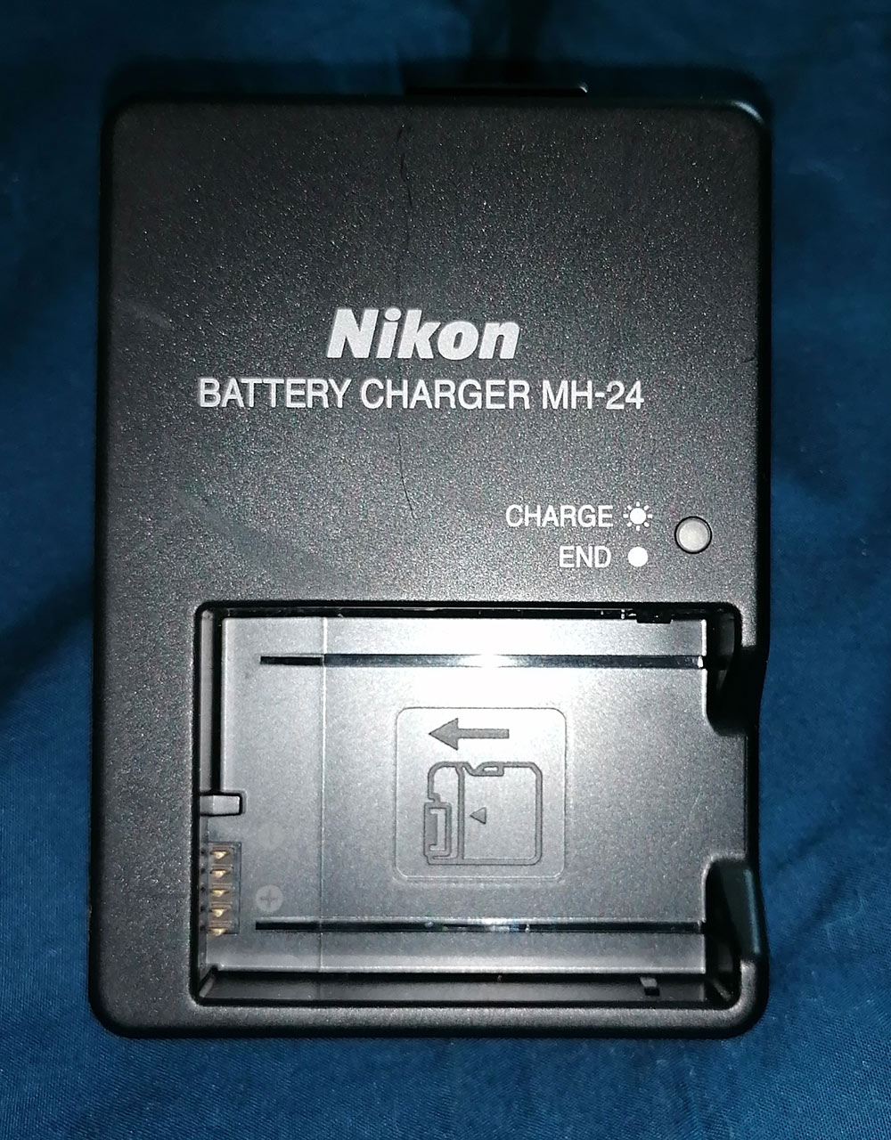 Nikon MH-24 Charger for EN-EL14 Li-ion Battery for Nikon D3100 DSLR,D5100 DSLR,P7000 Digital Cameras