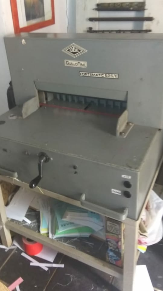 IDEAL GUILLOTNE MACHINE - FOR SALE