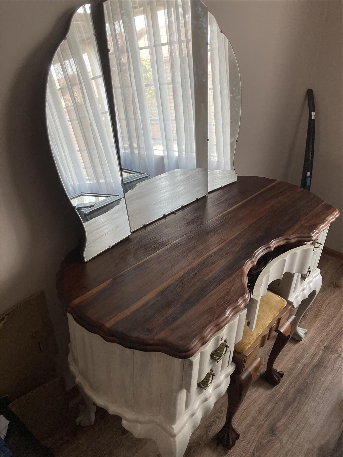 Bal en klou wooden mirror case