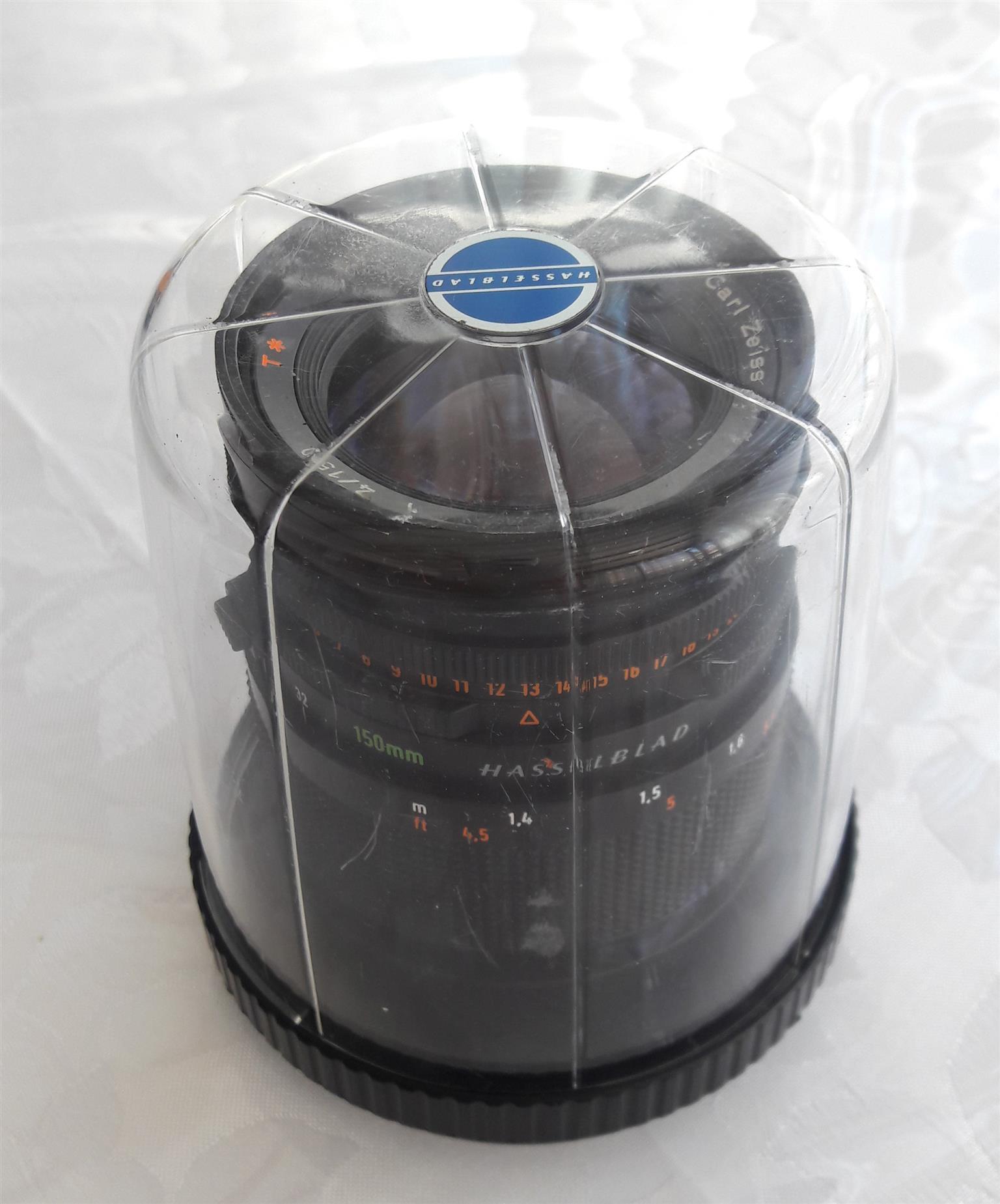 Hasselblad 500 C/M; standard 80mm lens ; A12 film back. Format 120/6x6cm series.