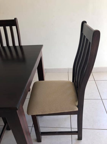Imbuia wood 6 seater diningroom table & chairs