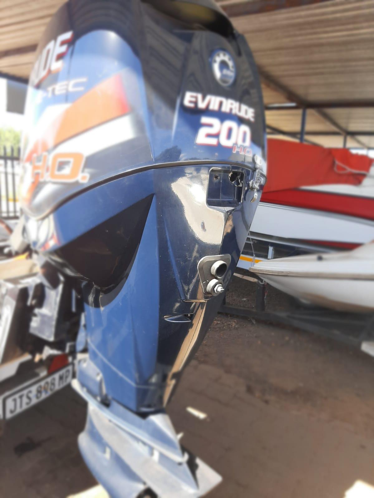 EVINRUDE 200 2011