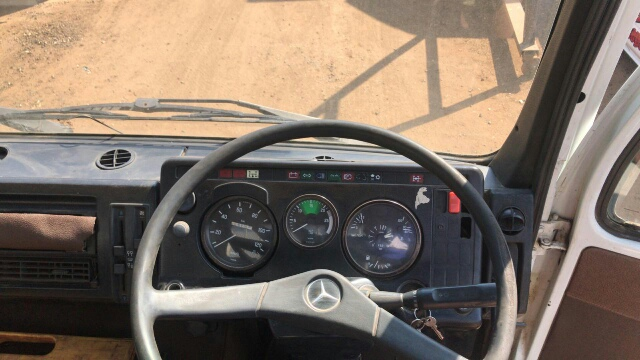Mercedes 409 dropside 89 model