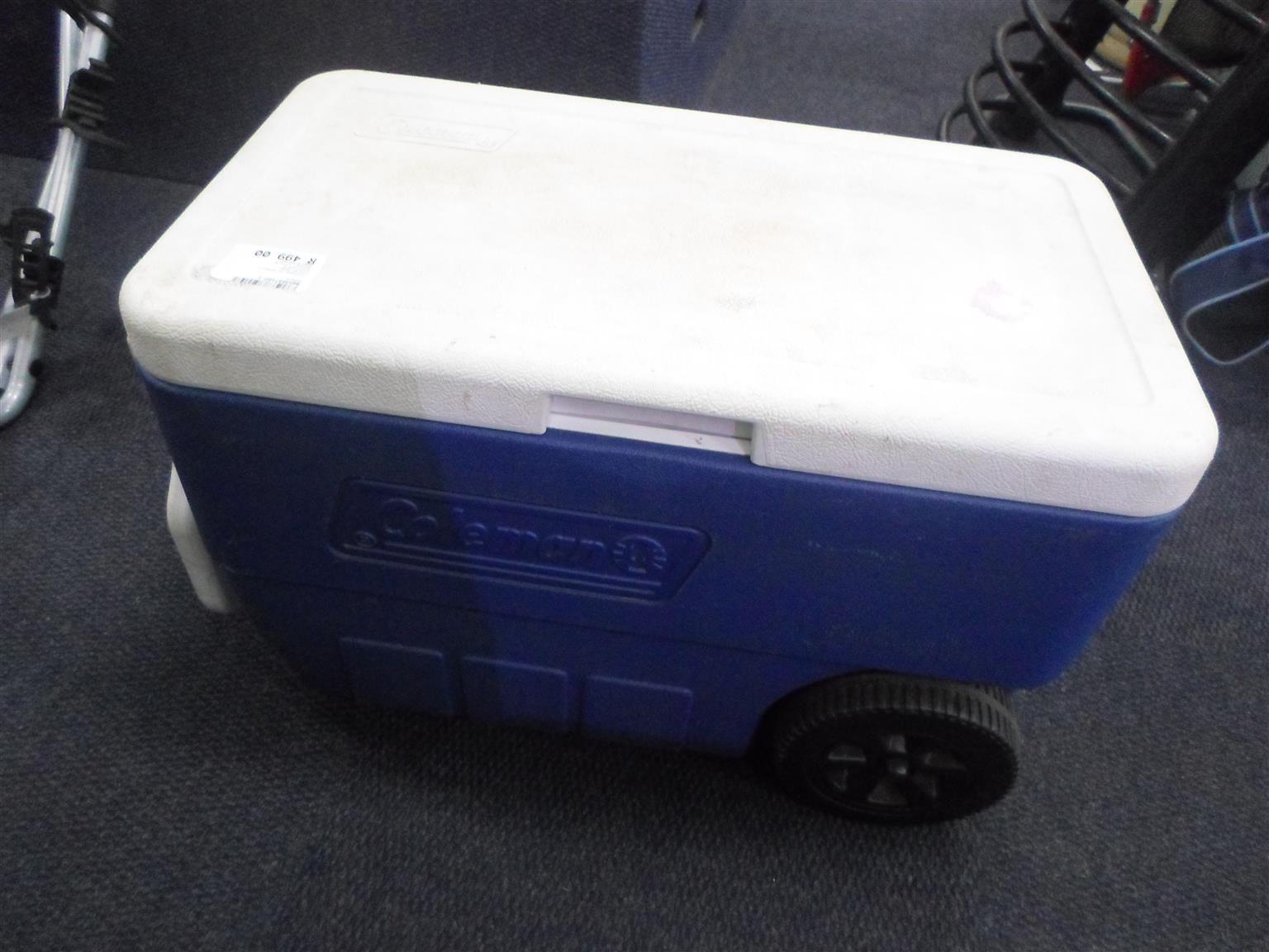 Coleman Cooler Box on Wheels