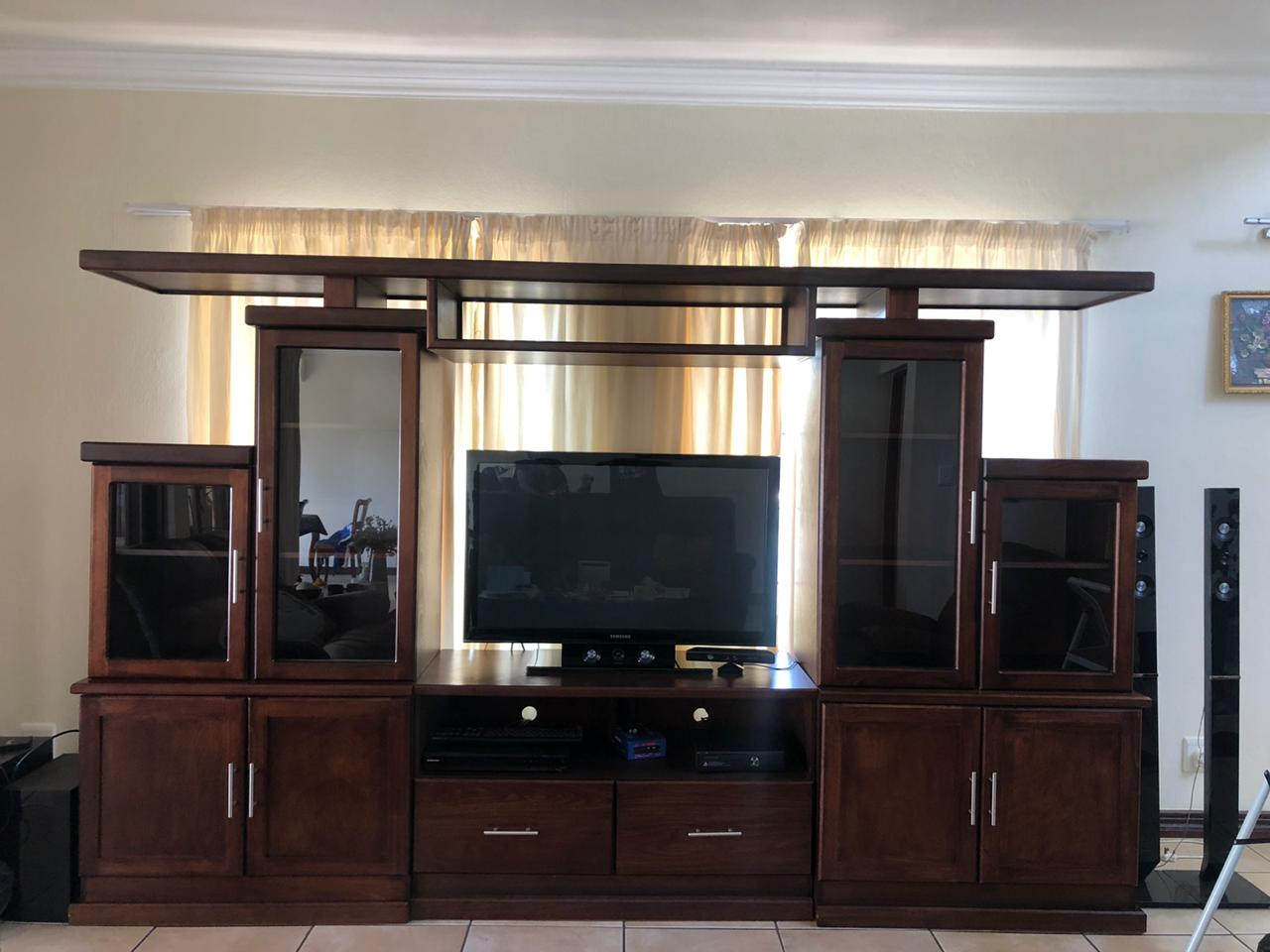 Gorgeous Excellent Condition  TV/Display unit