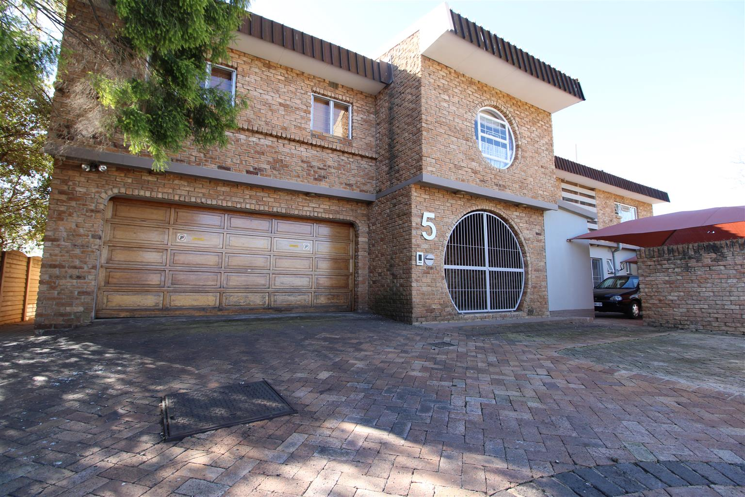 For the Investor - Upmarket and large family home with 3 flatlets FOR SALE in Baillie Park, Potchefstroom.