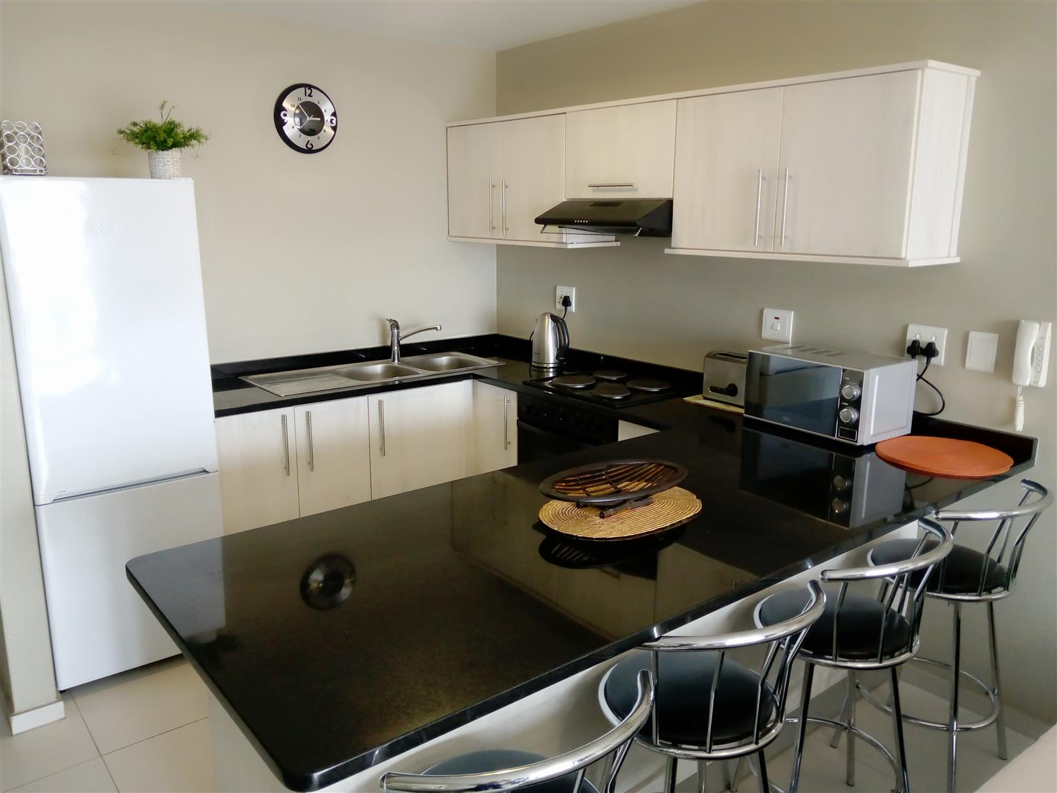 Fully furnished apartment for rent - Tableview