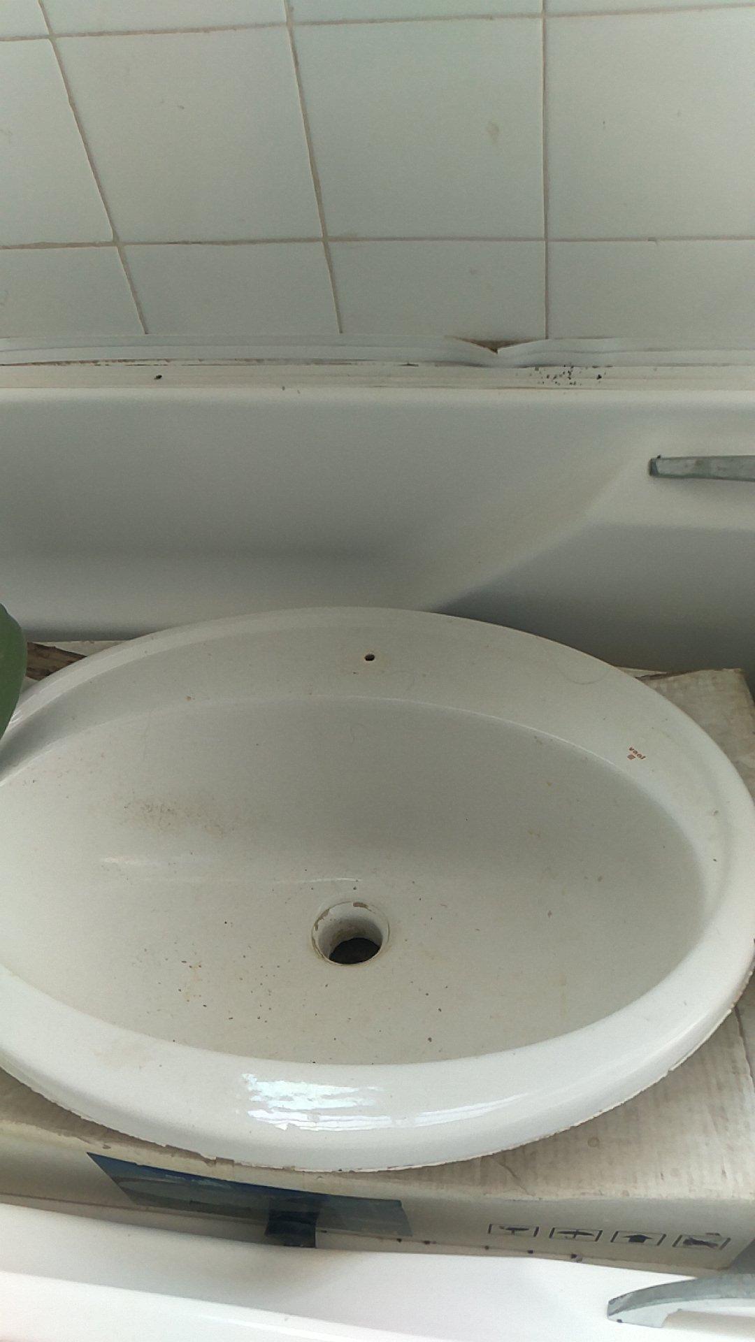 Brand new basin ,toilet seats