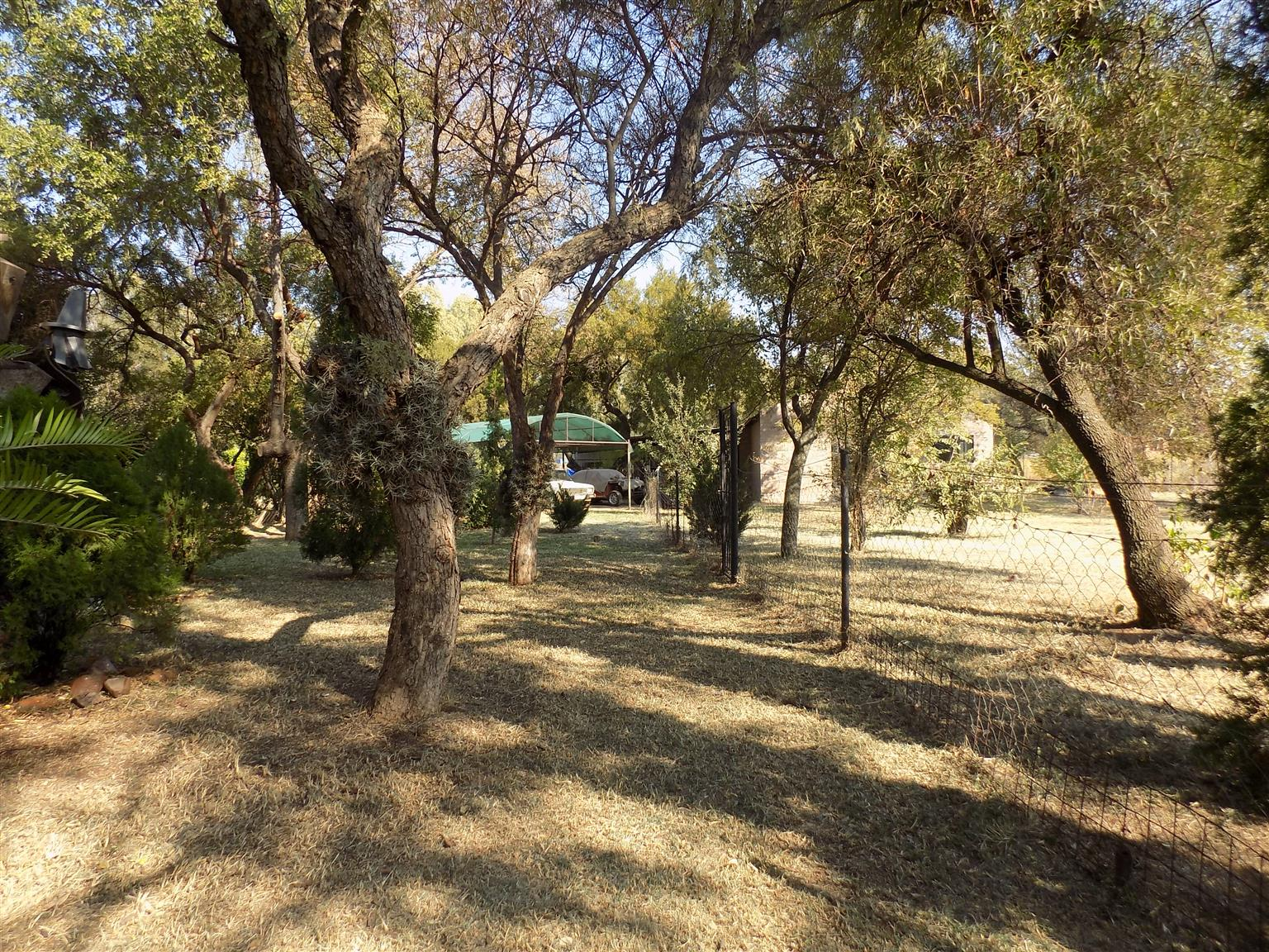 Smallholding Uniquely designed property for sale in a cul-de-sac near Roodeplaat Dam