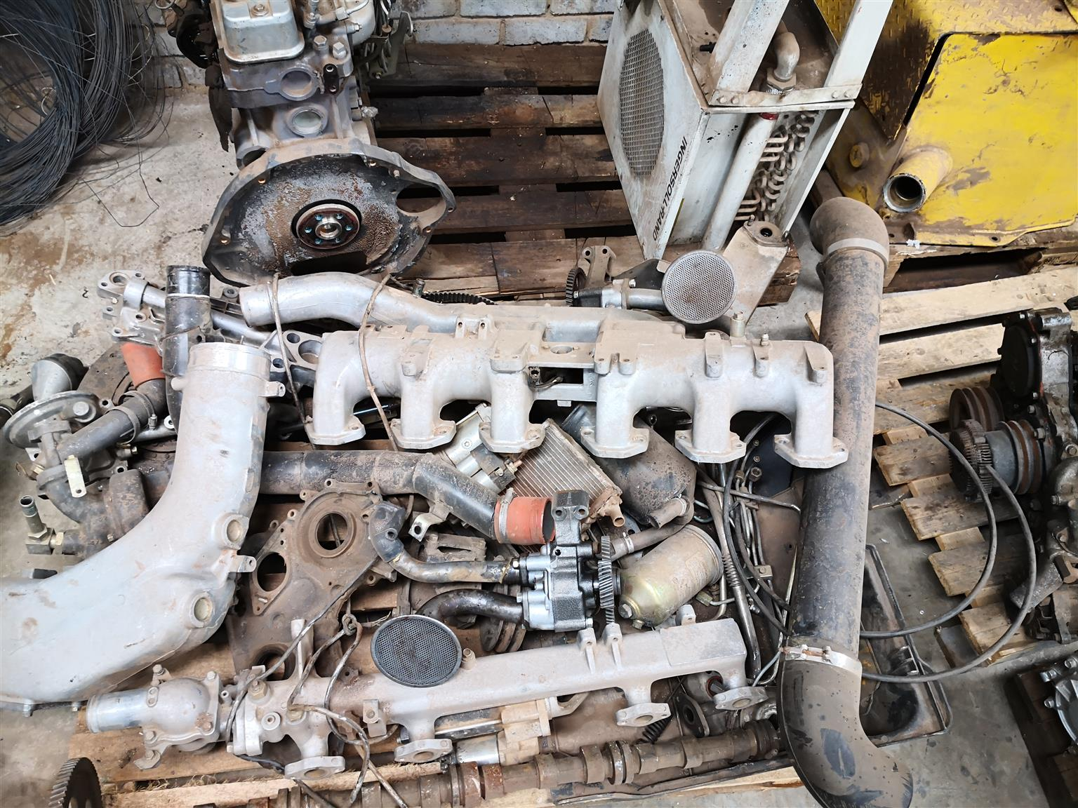 Nissan ud 290 and 440 engine spares