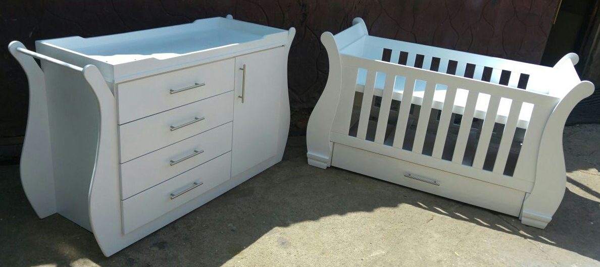Sleigh Cot and Compactum Sur 01