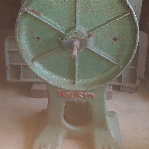 Disc and bobbin sander wadkin