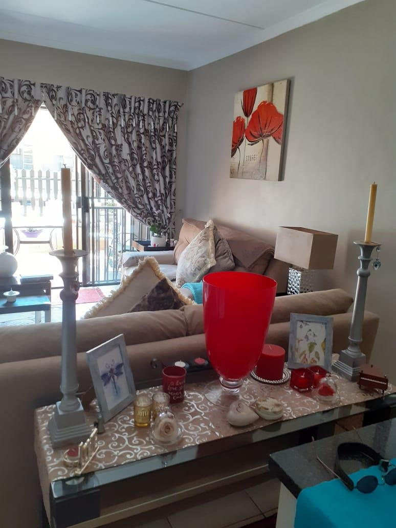 Penthouse Rental Monthly in Wilgeheuwel