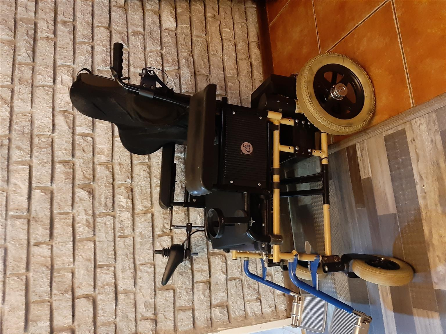 JAY ELECTRIC WHEELCHAIR