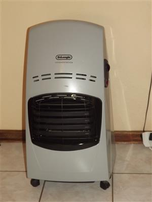 Gas heater 3 flames ,,DeLonghi''and gas bottle 9kg afrox (3/4 content gas in)