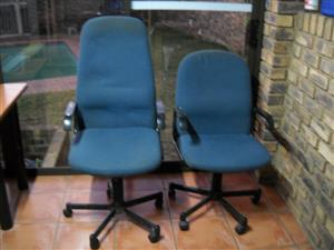 2 Office chairs for R600