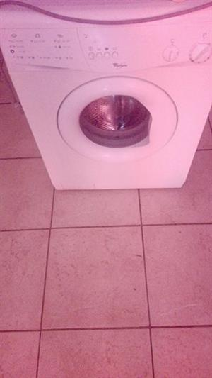 5kg Whirlpool frontloader washing machine