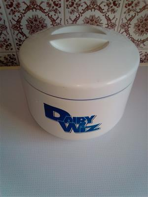Yoghurt maker. Makes 1kg Yoghurt from 1L Milk. Money Saver.