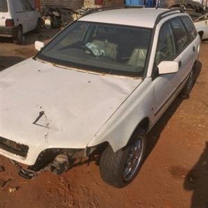 Volvo v40 stripping for spares