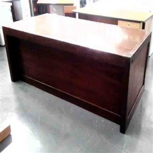 Straight desk with mobile pedestal veneer