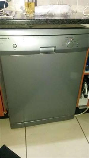 Dishwasher (kelvinator)