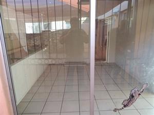 Large 1 Bedroom Garden Flat in Gezina