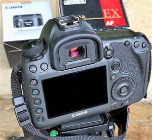 Canon 5DsR 50.6 MP full frame sensor  with 50mm f1.8 STM