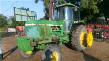 Green John Deere 4440 112Hp / 84Kw 4X2