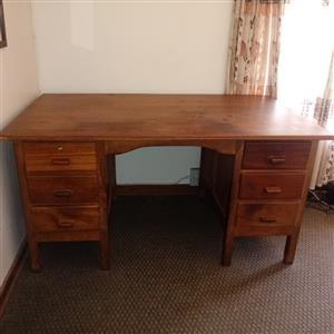 Wooden desk table lessenaar