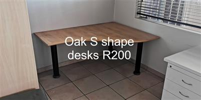 Oak s shape desks