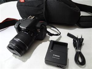 Canon EOS Rebel T5i (700D) DSLR with 18-55 lens Like NEW