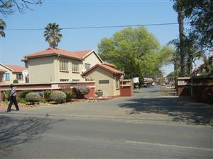 ON AUCTION INVESTMENT PROPERTY  : 3 bedroom FLAT IN LAKE WEST ESTATE BENONI - Make an Offer
