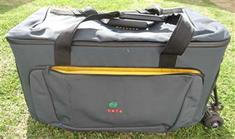 VIDEO BAG – LARGE – EXCELLENT CONDITION VIDEO BAG – LARGE Can Carry Many things besides Large Video Camera Has wheels to move around like a trolley Plus Carry Handles & Shoulder Strap Selling for R600 PHONE TONY 011 6781049 (new R1000+)
