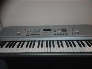 piano keyboard with 2 mics and mic stand