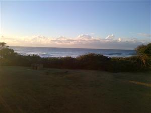 Beautiful, secure selfcatering unit ON beach, see the sea, hear the sea, sleeps 6 Hibberdene